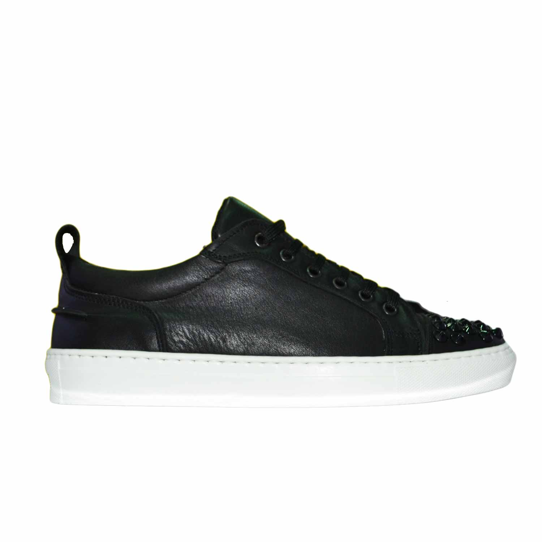 1061832ba1 Scarpe Uomo basse vera pelle liscia vitello nero con borchie sulla punta  nero con fondo bianco uomo sneakers bassa made in italy   MaluShoes
