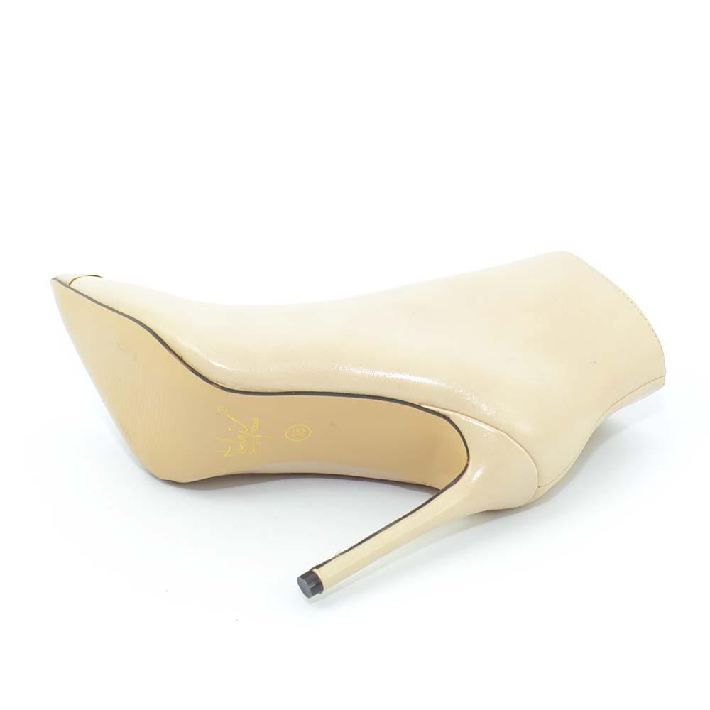 Tronchetto nude beige in pelle donna glam a punta con placca oro e tacco a spill