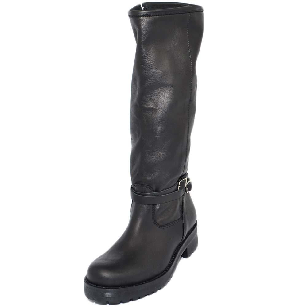 Stivali donna nero in vera pelle di nappa con zip aderenti con fondo basso in gomma e fibbia fatte a mano in italia donna stivali Malu Shoes |