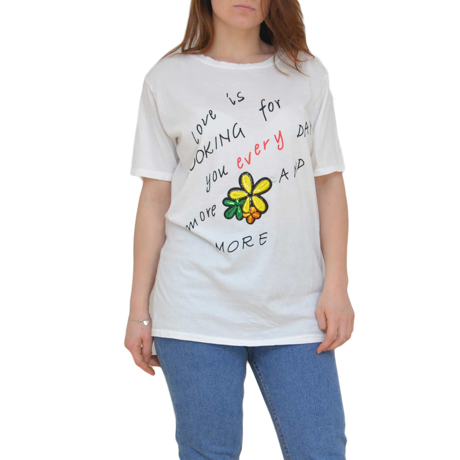 T-shirt donna bianca con scritte al petto basic moda estate 2018