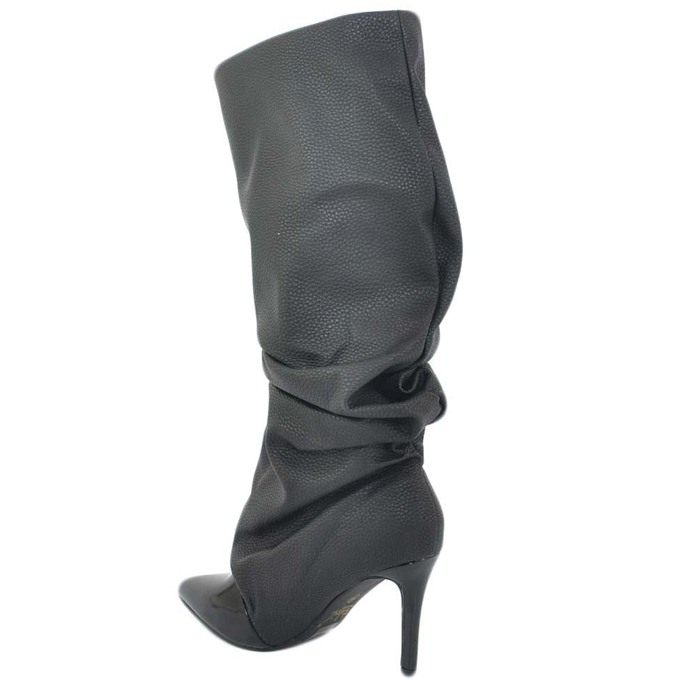Stivali donna nero a punta lucida in pelle opaca arricchiati alteza ginocchio tacco a spillo 10 moda linea marcglam donna stivali Malu Shoes |
