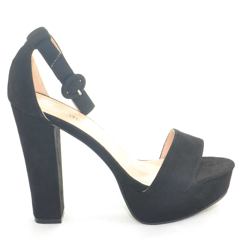 Sandalo con tacco 12 e plateau allacciato alla caviglia color nero estate  2018 glamour 596e72b7e61