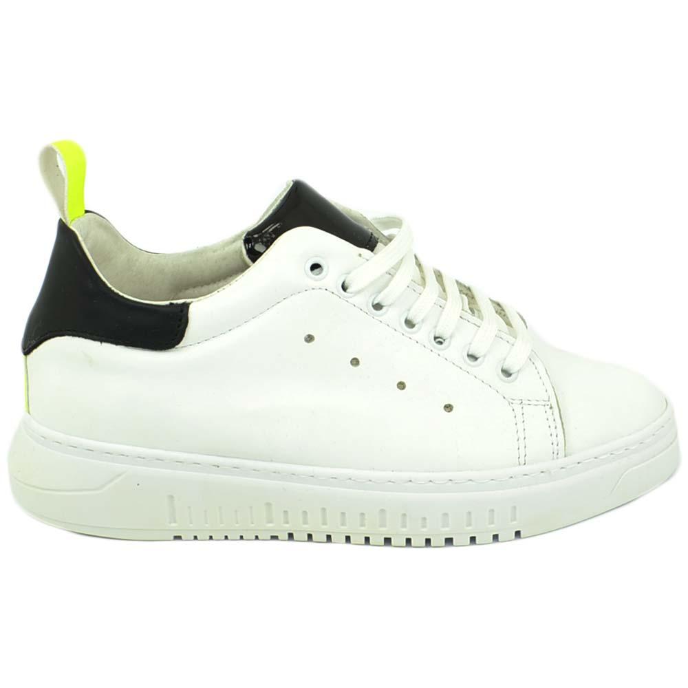 Sneakers scarpa bassa uomo bian con fortino giallo fluo e nero reflex fondo army bianco moda vera pelle made in italy uomo sneakers bassa Malu Shoes |