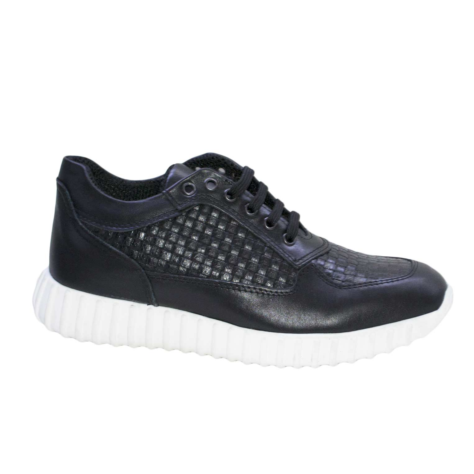 Sneakers bassa stringata lacci intreccio nero art 900 vera pelle made in italy fondo antiscivolo bianco running.