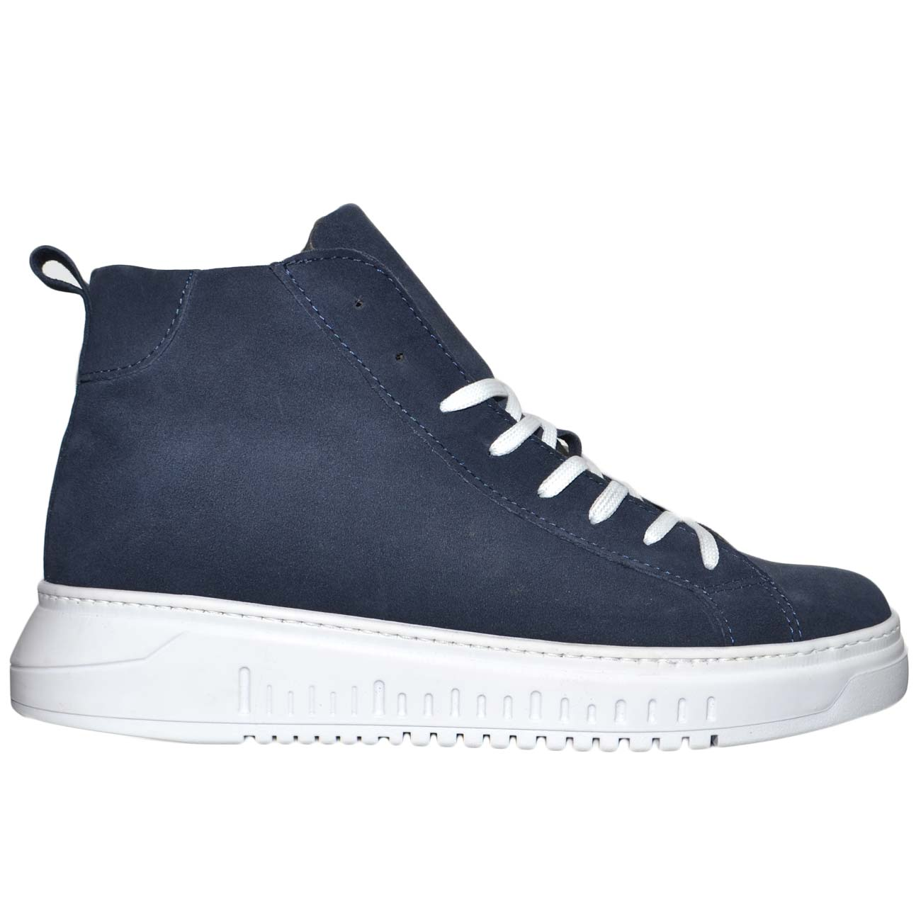 Sneakers uomo alta a stivaletto linea basic in vera pelle camoscio blu fondo army bianco antishock made in italy.