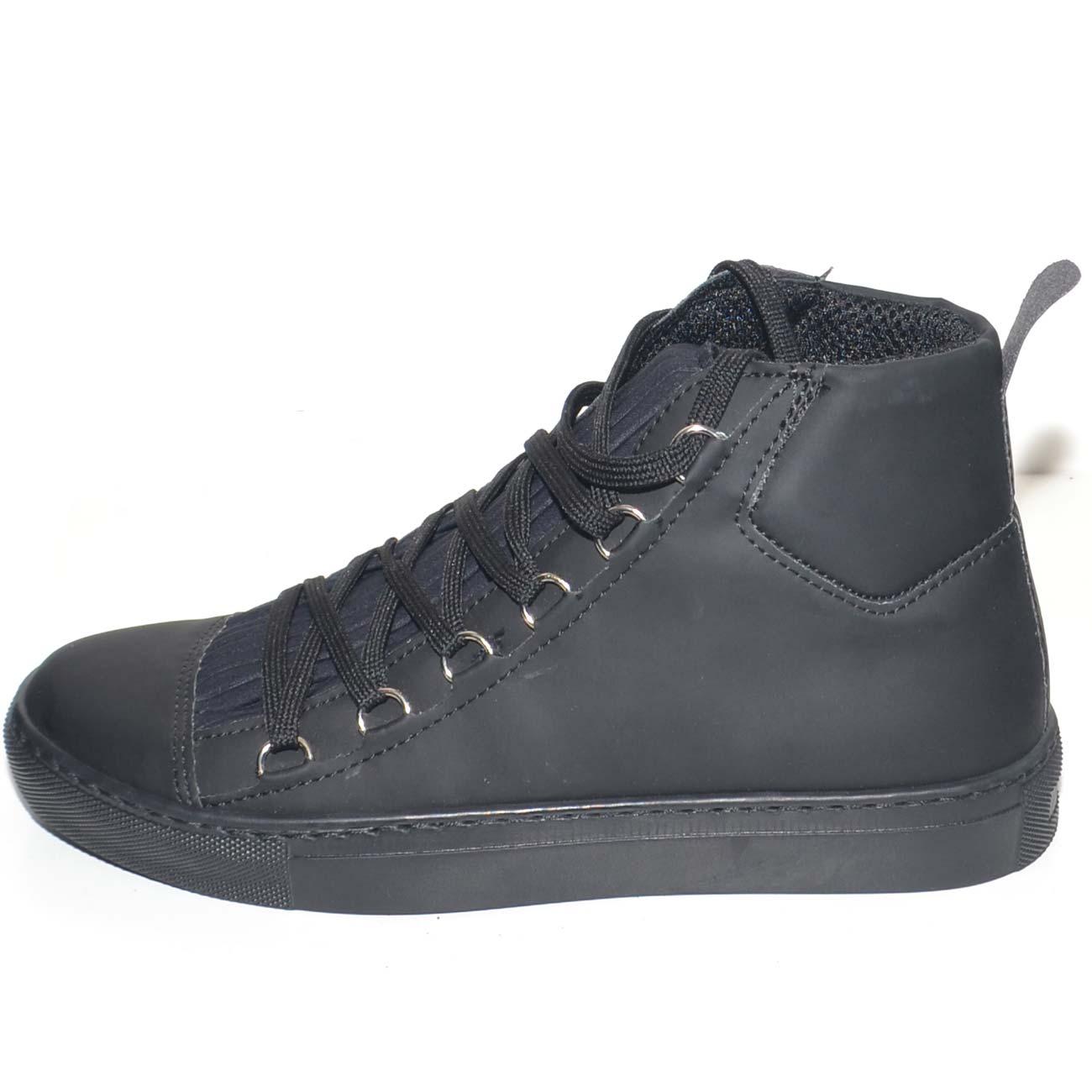 Sneakers alta in vera pelle gommata nera stringata con ganci linguetta in  adilprene fondo basic nero ad037410896