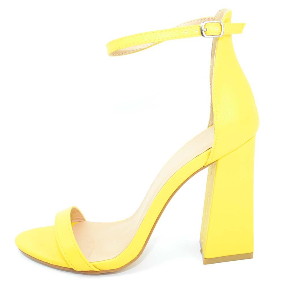 3e0d4c4ce2 Sandalo donna giallo in ecopelle scamosciato tacco largo asimmetrico alto  10 cm cinturino alla caviglia linea. Passa il mouse sopra per eseguire zoom