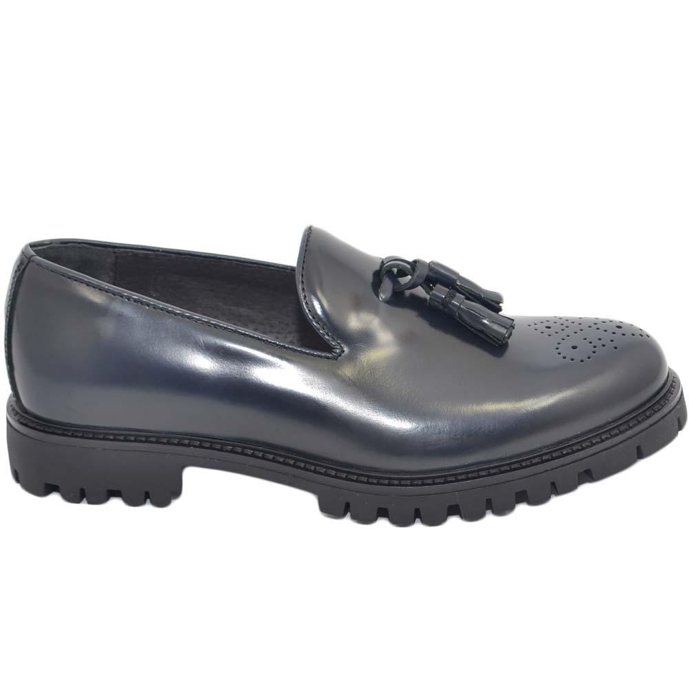 Scarpe uomo mocassino classico con bon bon vera pelle abrasivata blu con fondo gomma roccia ziglinato handmade in italy uomo mocassini Malu Shoes  