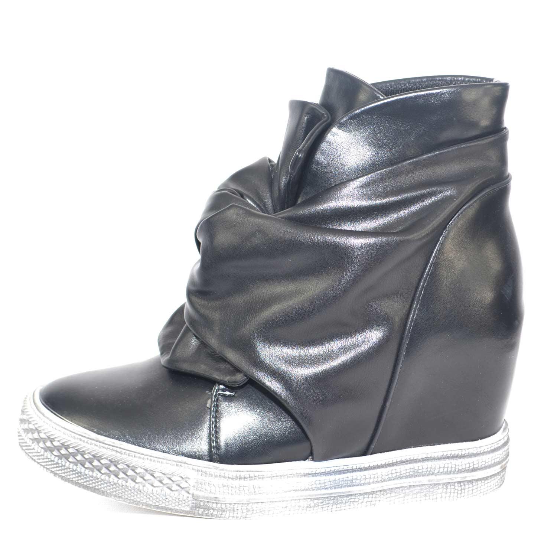 Sneakers alta nera con para interna e arriccio frontale a fiore moda