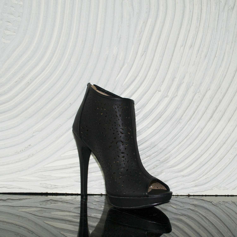 49f9d1cb911479 Scarpe donna tronchetto nero forato tacco spillo donna tronchetti Malu Shoes  | MaluShoes
